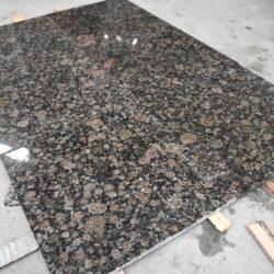 Гранитная плитка Балтик Браун 300×600×18 Полированный