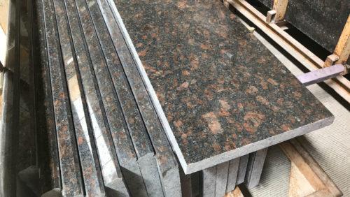 Гранитная ступень Тан Браун 350×(1500-1800)×30 Термообработанная